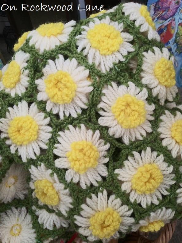 White daisy flower crocheted afghan