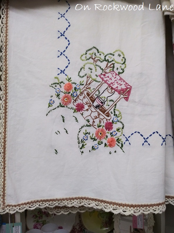 hand stitched wishing well table runner